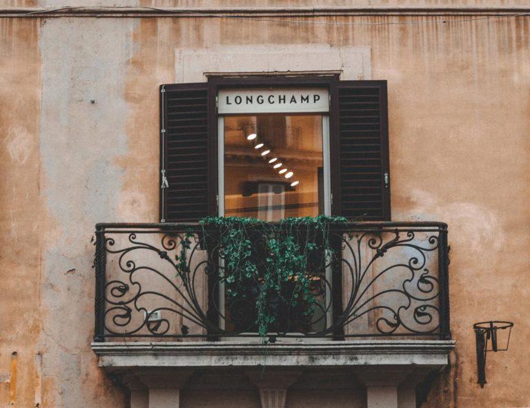 Co ma znaczeniu przy wybieraniu osłon do zastosowania na balkonach?