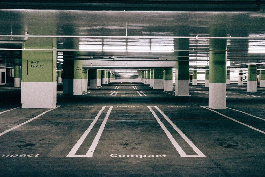 tani parking przy lotnisku Kraków Balice