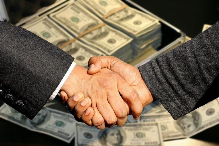 Czy warto skorzystać z pomocy doradcy kredytowego?